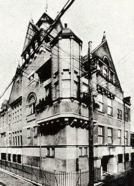 大正3年竣工の初代会館。