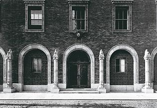 当時の大阪倶楽部会館の正面玄関